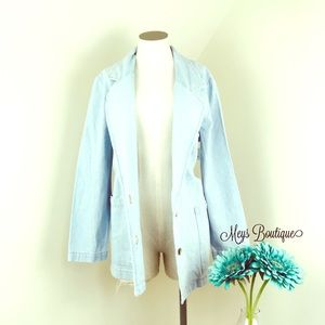 ⭐️Vintage Over Sized Stunning Light Jean Jacket⭐️